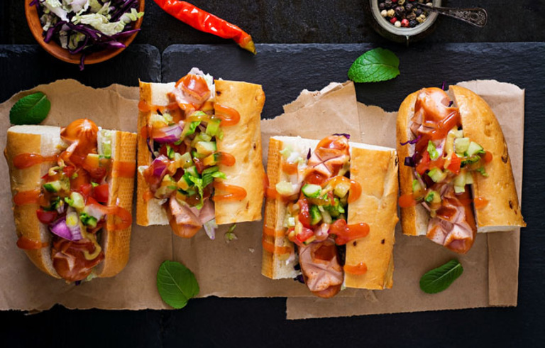 Spicy hotdog met Mexicaanse Salsasaus